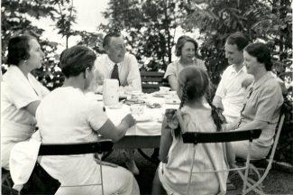 Рахманинов в Сенаре в кругу семьи, 1934 год, Швейцария