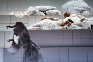 Спектакль Алвиса Херманиса – редкий случай, когда сцена убеждает больше музыки. Фото - Salzburger Festspiele