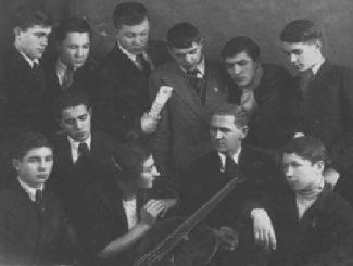 Рувим Львович Поляков со студентами