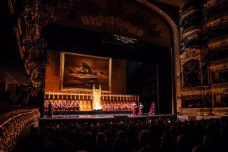 Сцена из оперы «Симон Бокканегра». Фото: Пресс-служба фестиваля «Черешневый лес» / ТАСС