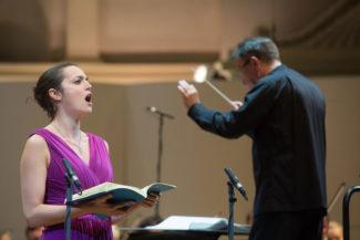 Сопрано Софи Юнкер и пела, и выглядела красиво. Фото - Максим Стулов/Ведомости