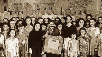 """Малолетние узники концлагеря Терезиенштадт были первыми исполнителями оперы """"Брундибар"""". После 55-й постановки оперы вся труппа вместе с композитором была отправлена в Освенцим. Фото - mikhailovsky.ru"""