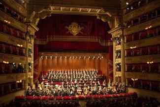 Оркестр и хор театра Ла Скала. Фото: Brescia e Amisano © Teatro alla Scala