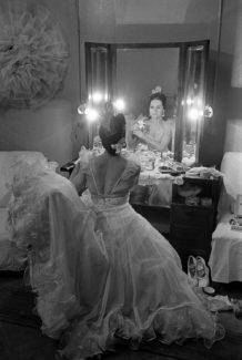 Ольга Лепешинская в гримёрке перед выходом на сцену, 1948 год. Фото - Анатолий Гаранин/РИА Новости
