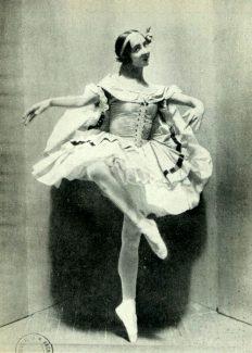 Хрупкая балерина с горящими глазами была принята на петербургскую сцену императорской балетной труппы. Фото - Public Domain