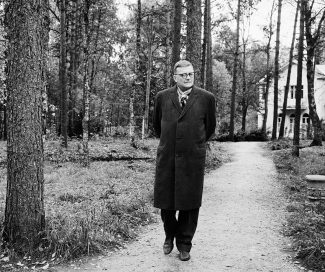 Дмитрий Шостакович на отдыхе под Ленинградом, 1963 год. Фото: Александр Коньков / ТАСС