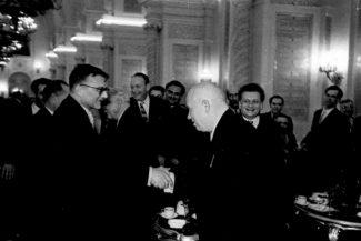 Дмитрий Шостакович на приеме в Кремле, с Хрущевым.