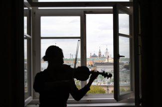 Студентка в классе. Фото - РИА Новости/Сергей Пятаков
