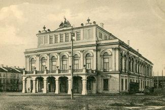 «Татарский театр всегда был академическим татарским драматическим. Из опер там шли всего две: «Сания» и «Эшче»