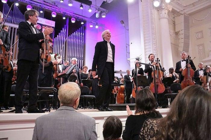Новосибирский академический симфонический оркестр под управлением Гинтараса Ринкявичюса дал концерт в Большом зале Свердловской филармонии
