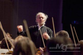 Валерий Гергиев и оркестр Мариинского театра. Фото - Светлана Тиканова