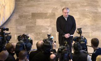 Валерий Гергиев дает интервью на открытии выставки в Мариинском театре. Фото - Игорь Руссак
