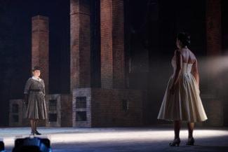 Марта (Наталья Карлова, слева) и Лиза (Надежда Бабинцева) встречаются в настоящем, но их окружает прошлое