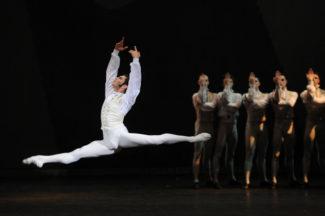 Николай Цискаридзе в сцене из балета «Пиковая дама». Фото - РИА Новости / Рамиль Ситдиков