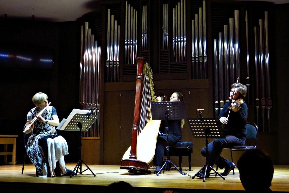 Ольга Ивушейкова (флейта), Татьяна Осколкова (арфа), Сергей Полтавский (альт). Фото - Ирина Шымчак