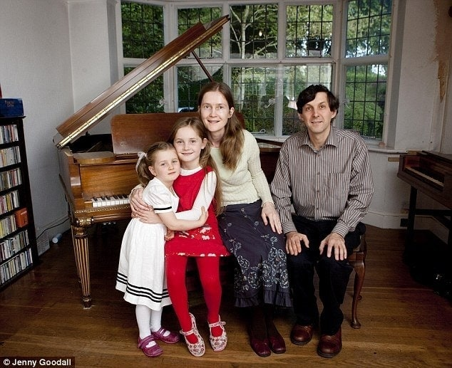 Хелен, Альма, Дженни и Гай Дойчеры. Фото - Дженни Гудалл