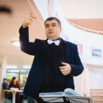 Десять наивных вопросов дирижеру