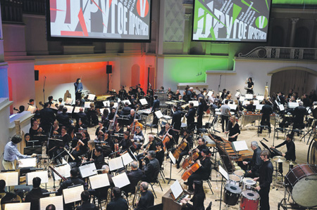 Три оркестра и три дирижера во время исполнения «Групп» Штокхаузена. Фото - пресс-служба Московской филармонии