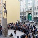 Памятник балерине Майе Плисецкой в образе Кармен открыт в Москве