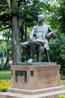 Памятник Сергею Рахманинову на Страстном бульваре в Москве