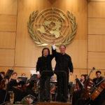 Дирижеры Цзян Цзинь, Дмитрий Лисс и Объединенный уральско-харбинский оркестр
