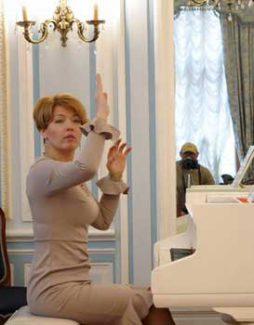 Полина Осетинская. Фото - facebook.com/zentr.poliny.osetinskoy/