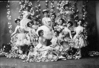 Участницы балета «Золотая рыбка»