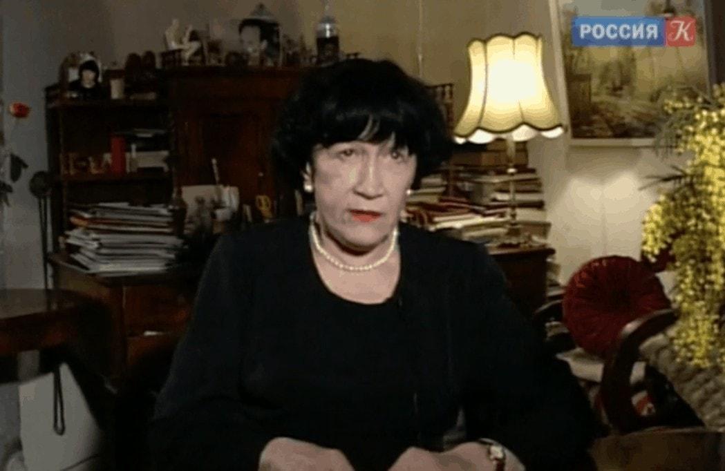 """Вероника Дударова. Кадр из фильма """"Свою биографию рисовала я сама"""", режиссер - Е. Ежова"""