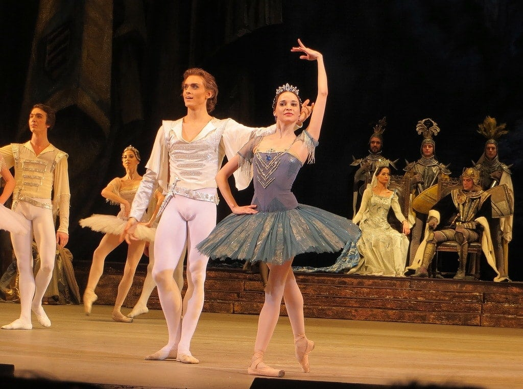Денис Родькин и Анна Никулина в «Раймонде». Фото - Майя Фарафонова