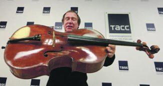 Сергей Ролдугин с виолончелью «Стюарт», которую он приобрел за 12 млн долл. Фото - Александр Оленев/РИА Новости