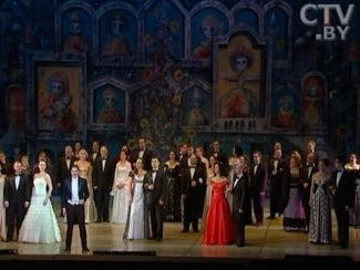 В Большом театре Беларуси прошел новогодний гала-концерт звезд оперы и балета.