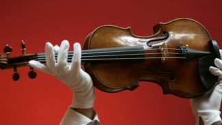 Абсолют Страхование защитило девять скрипок Страдивари в рамках юбилейного концерта «Parade уникальных инструментов»