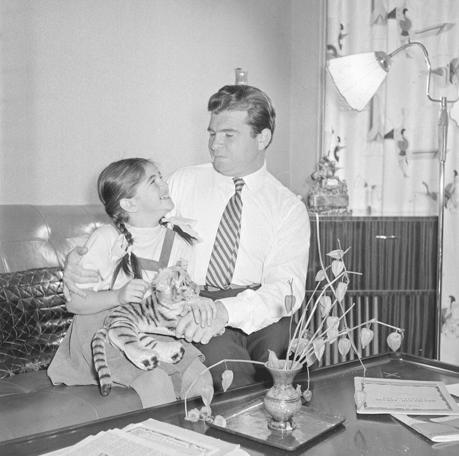 Эмиль Гилельс с дочерью. 1950-е гг. Фото из архива ВМОМК им. Глинки
