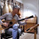 Как звучит гитара Страдивари, которой 337 лет