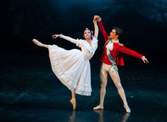 """Сцена из балета """"Щелкунчик"""". Фото - photo.conservatory.ru"""