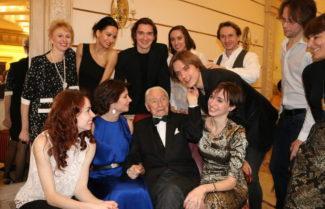 Юрий Григорович с артистами балета Большого театра. 2 января 2017