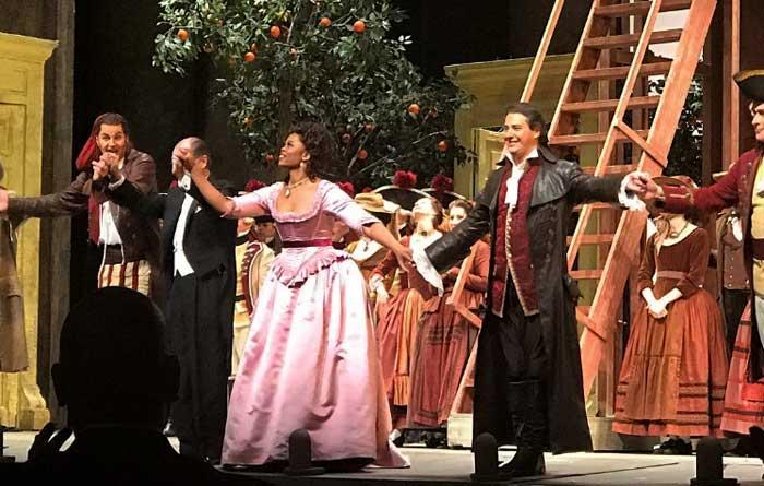 Дмитрий Корчак на сцене Метрополитен оперы