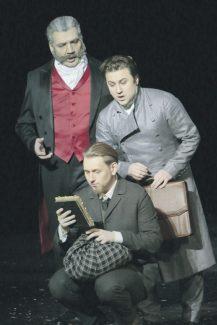 Режиссер иллюстрирует сцены из «Идиота» – страница за страницей. Фото - Дамир Юсупов/Большой театр