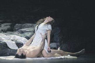 Героиня оперы тщетно ищет спасения в собственной чувственности. Фото - пресс-служба Финской оперы