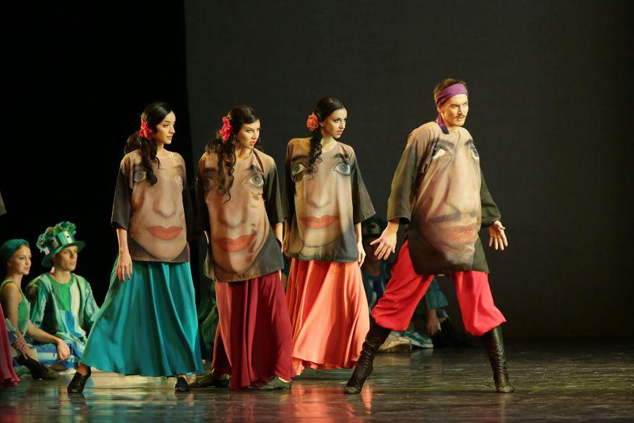 """Цыганский танец из балета """"Конёк-Горбунок"""" в постановке Алексея Ратманского. Фото - сайт Мариинского театра"""