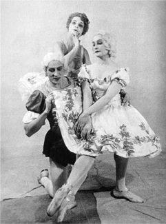 Нина Млодзинская, Михаил Михайлов, Ольга Берг в балете «Пламя Парижа». Ленинградский театр оперы и балета, 1932 год
