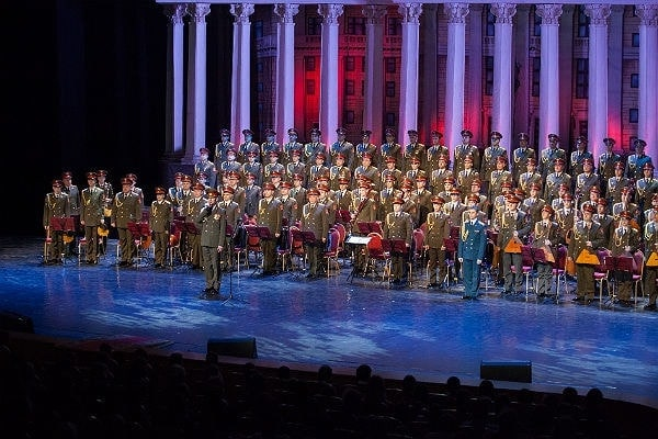 Первое после катастрофы выступление ансамбля на сцене Театра Российской Армии. Фото - Ансамбль имени Александрова