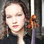 Американская скрипачка Хилари Хан дает мини-концерты для младенцев