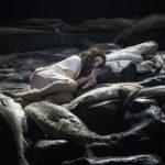 На острове, где оказалась Катерина Измайлова (Светлана Создателева), есть только рыба - и люди с холодными рыбьими душами