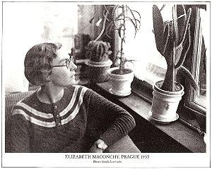 Элизабет Маконки