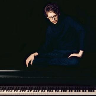 Люка Дебарг. Фото - Felix Broede, Sony Classical