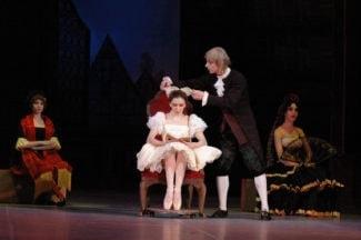 Сцена из спектакля «Коппелия». Фото - Новосибирский театр оперы и балета