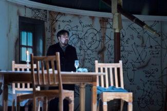 Сехо Чанг играет великого ученого в пору зрелости. Фото - Thilo Beu, OO Theater und Orchester GmbH