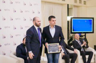 В число десяти лауреатов вошел замдиректора Саратовского театра оперы и балета, руководитель творческих и благотворительных проектов Николай Шиянов (справа)