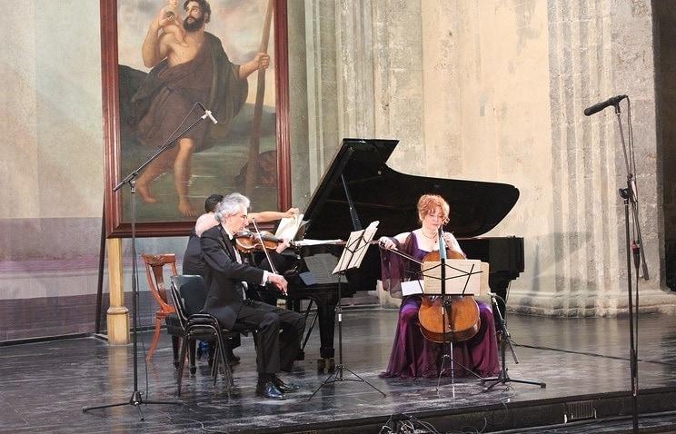 В старинном соборе в центре Гаваны состоялось выступление Трио имени Рахманинова